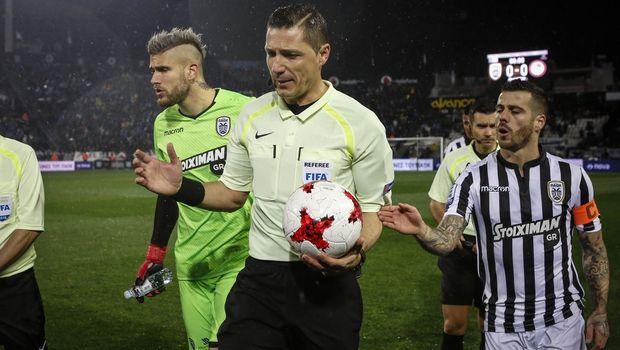 ВГреции футбольный матч отменили из-за нападения натренера