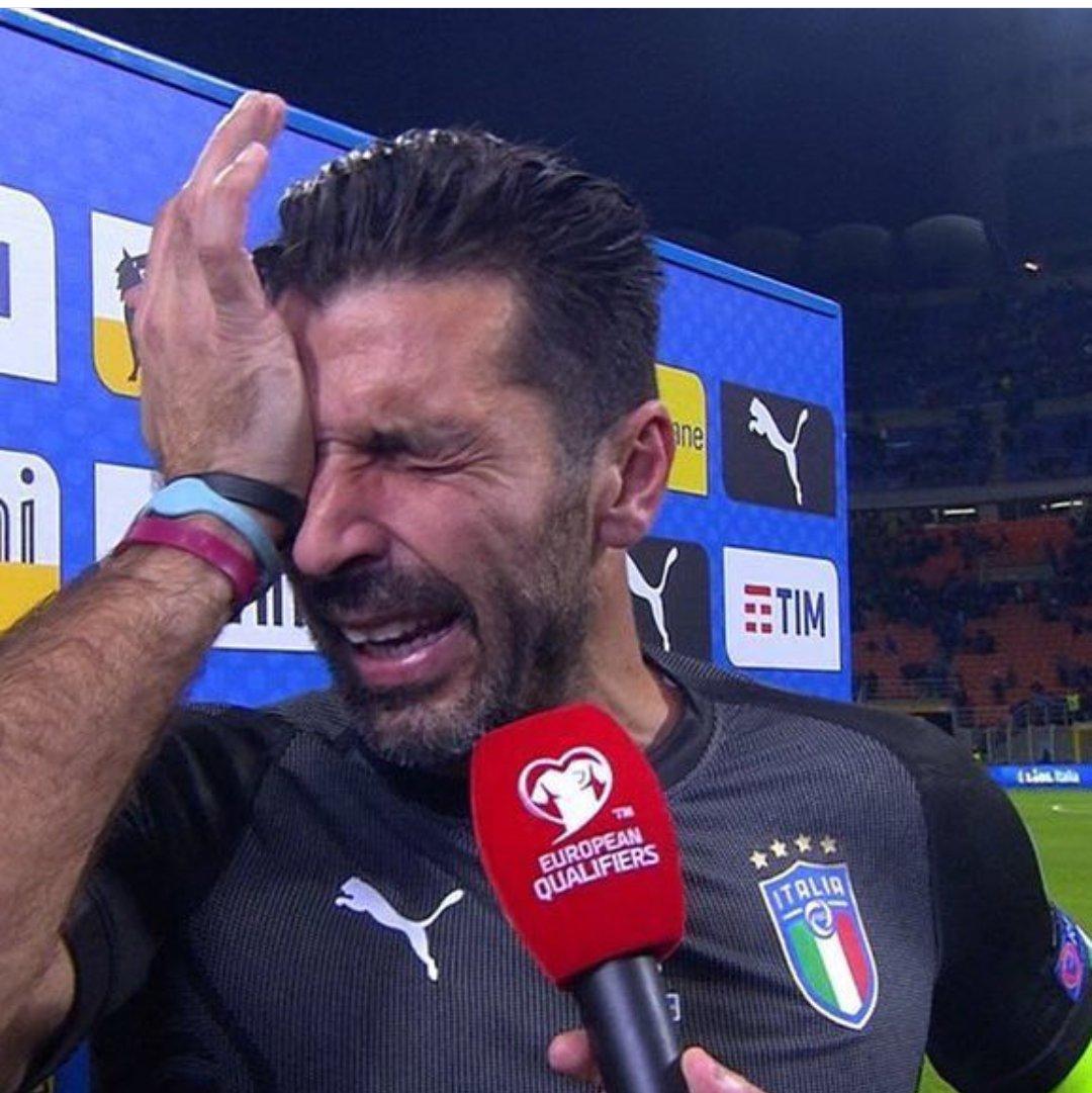 Сборная Италии осталась без знаменитого вратаря— Буффон уходит