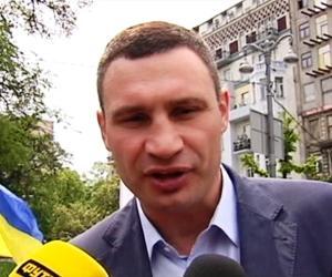 Бой Виталия Кличко и Леннокса Льюиса снова отменяется