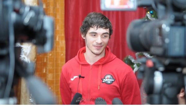 Борис Колесников отправил 58 тыс. новогодних подарков детям Донбасса