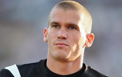 Французского футболиста арестовали зассору сдевушкой