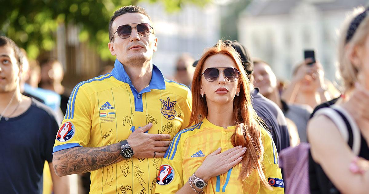 Поддержали сборную: решающий матч Украина - Австрия показали на самом большом экране Европы