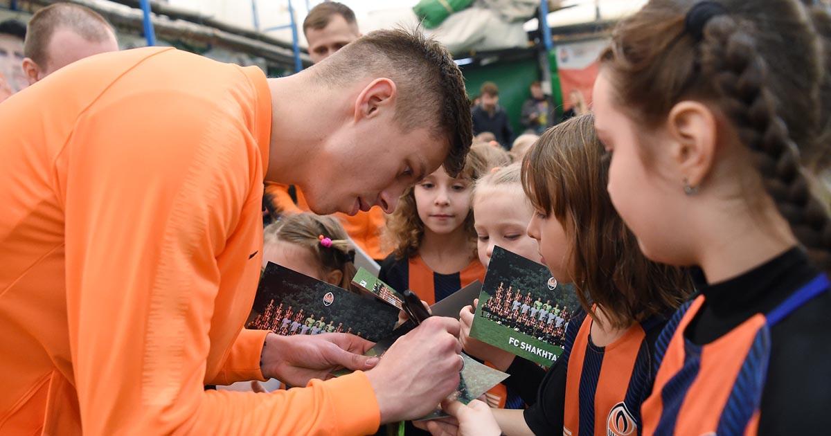 Вратарь Шахтера провел в Харькове тренировку для команды девочек