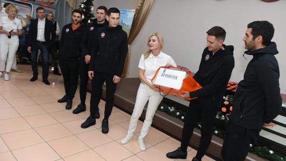 Шахтер сделал очередной подарок детской больнице Харькова